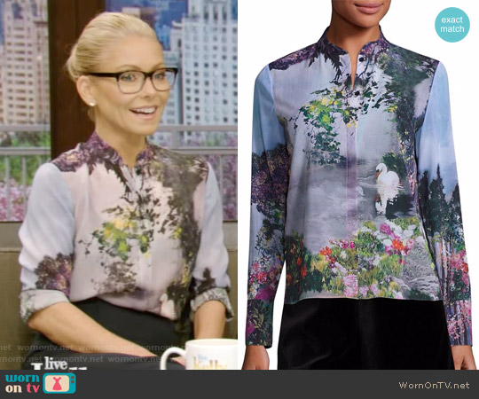 Vina Printed Blouse by Alice + Olivia worn by Kelly Ripa  on Live with Kelly & Ryan