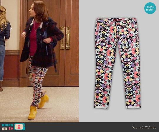 Bongo Jeans Floral Skinny Jeans worn by Ellie Kemper on Unbreakable Kimmy Schmidt