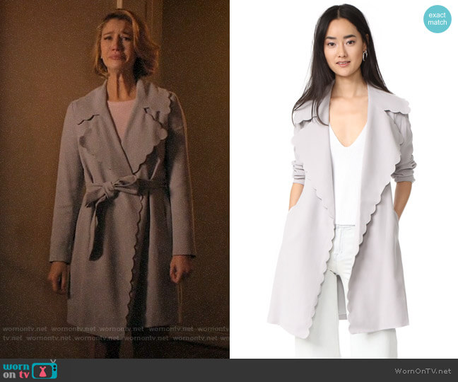 Club Monaco Frederrika Trench worn by Petra Solano (Yael Grobglas) on Jane the Virgin