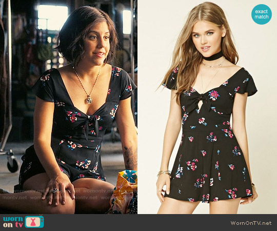 Forever 21 Sweetheart Floral Romper worn by Annie (Ellie Reed) on Girlboss