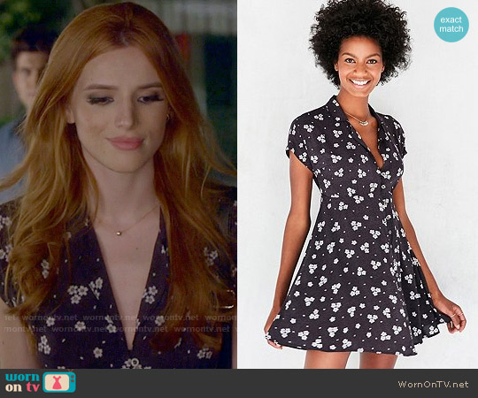 Kimchi Blue Lucy Shirt Dress in Black worn by Bella Thorne on Famous in Love