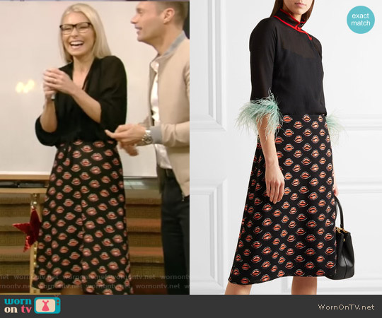 Printed crepe skirt by Prada worn by Kelly Ripa (Kelly Ripa) on Live with Kelly & Ryan