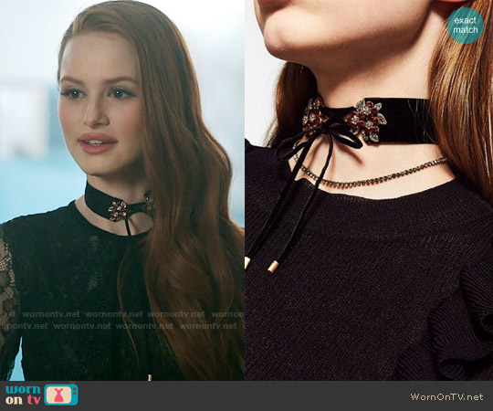 Zara 2-Pack Front Bow Choker worn by Madelaine Petsch on Riverdale