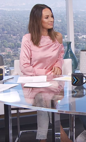 Catt's pink cutout shoulder top on E! News Daily Pop