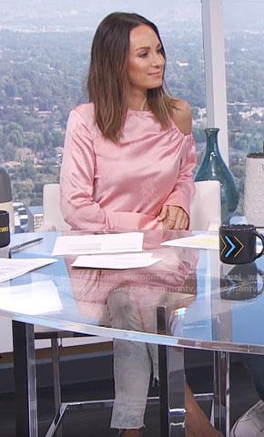Catt's pink cutout shoulder top on E! News Daily Pop