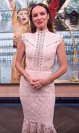 Catt's off-white lace midi dress on E! News