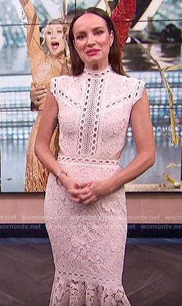Catt's off-white lace midi dress on E! News