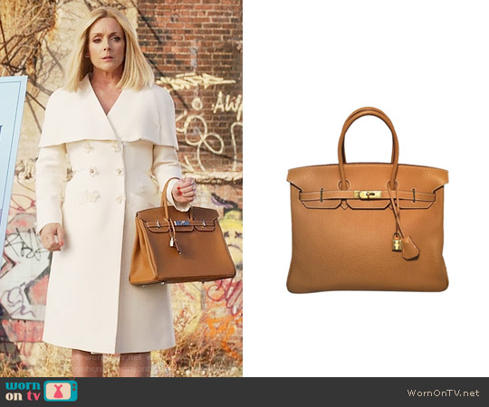 Hermes Tan Birkin Bag worn by Jacqueline Voorhees on Unbreakable Kimmy Schmidt