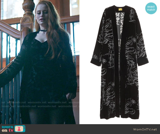 H&M Velvet Kimono worn by Madelaine Petsch on Riverdale