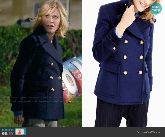 J. Crew Collection cashmere Majesty peacoat worn by Julie Bowen on Modern Family