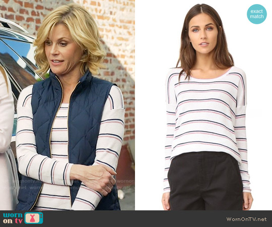 Joie Keoni Sweater worn by Claire Dunphy (Julie Bowen) on Modern Family