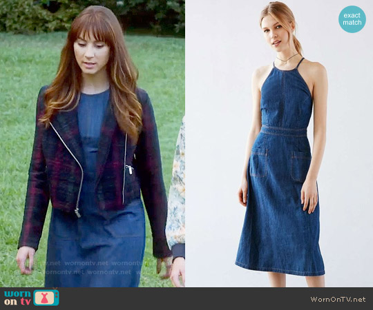 Kimchi Blue Aubrie Denim Apron Midi Dress worn by Spencer Hastings on PLL