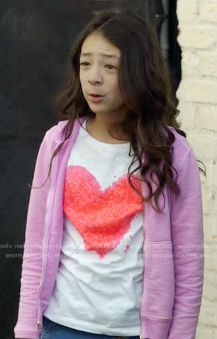 Lily's heart t-shirt on Modern Family