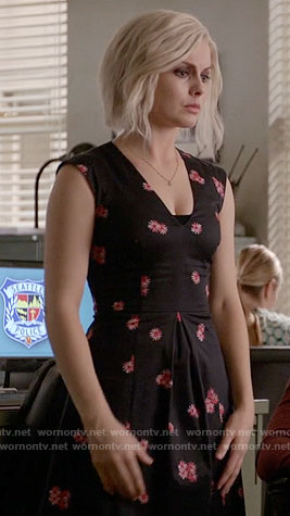Liv's black and pink daisy print dress on iZombie
