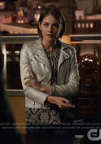 Thea's printed top and silver moto jacket on Arrow