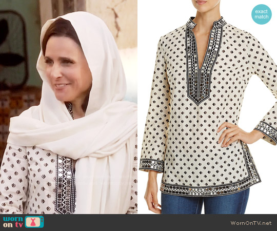 Tory Burch Tory Sequin-Embellished Printed Tunic worn by Selina Meyer (Julia Louis-Dreyfus) on Veep
