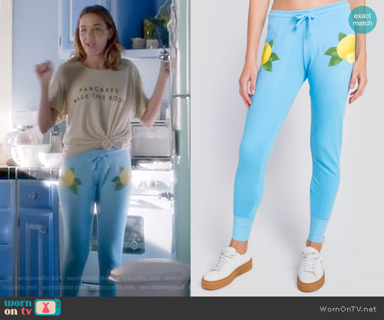 Wildfox Lemonade Bottoms Fame Jogger worn by Georgie Flores on Famous in Love