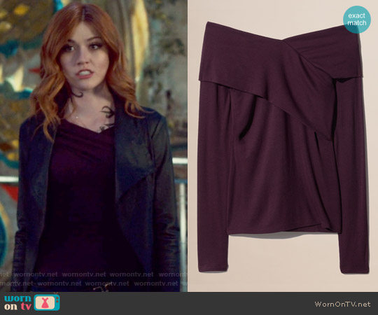 Phil T-shirt by Babaton worn by Clary Fray (Katherine McNamara) on Shadowhunters