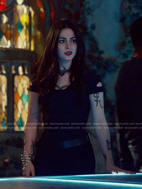 Isabelle's black knit dress with cutouts on Shadowhunters