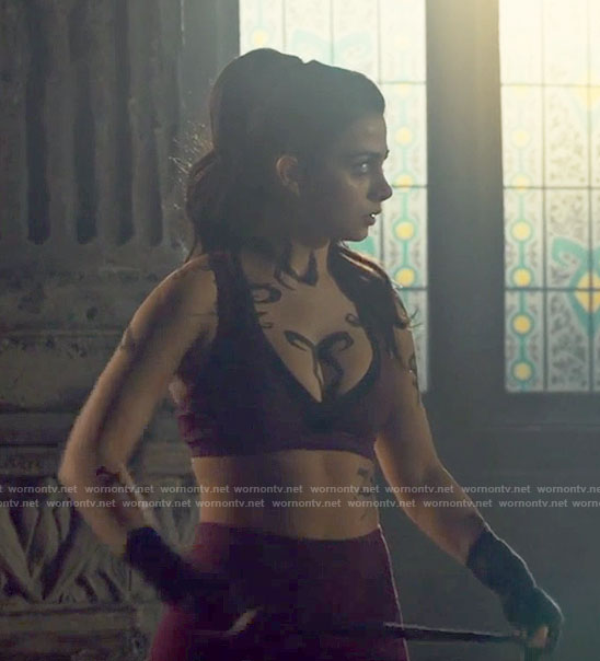Isabelle's purple sports bra and leggings on Shadowhunters