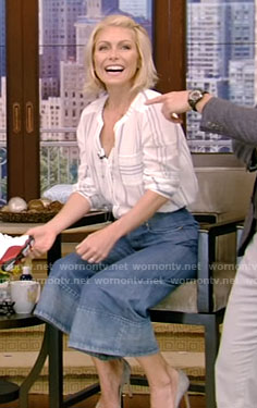 Kelly's white striped shirt and denim pants on Live With Kelly