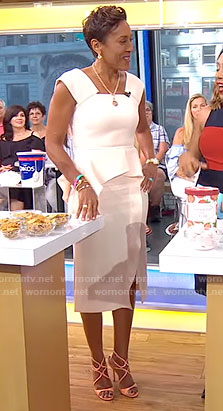 Robin's pink ruffled dress on Good Morning America