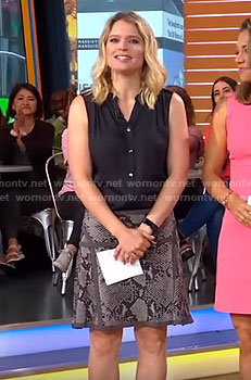 Sara's grey snakeskin print skirt on Good Morning America
