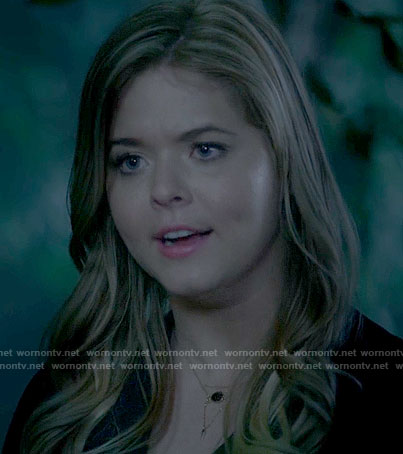 Ali's necklace on Pretty Little Liars