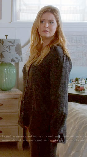 Ali's black crocodile print pajamas on Pretty Little Liars