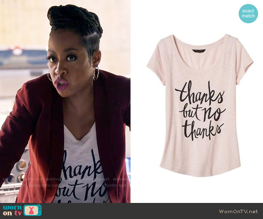 Banana Republic Scoop Neck Graphic Tee worn by Mo Evans (Tichina Arnold) on Daytime Divas