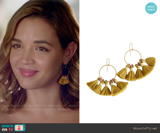 Bluma Project Gold Shiloh Earrings worn by Cassandra on Famous in Love