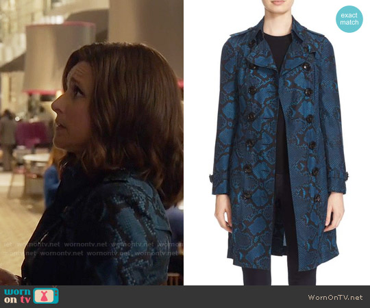 Veep Sandringham Snake Print Silk Trench Coat worn by Selina Meyer (Julia Louis-Dreyfus) on Veep