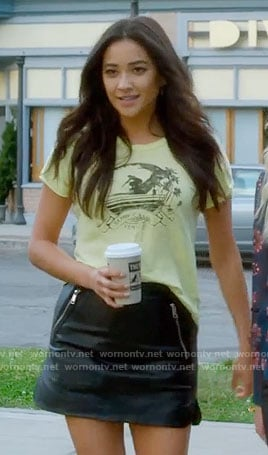 Emily's yellow graphic tee and leather skirt on Pretty Little Liars