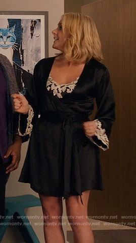 Jacqueline's black slip and robe with white lace on Unbreakable Kimmy Schmidt