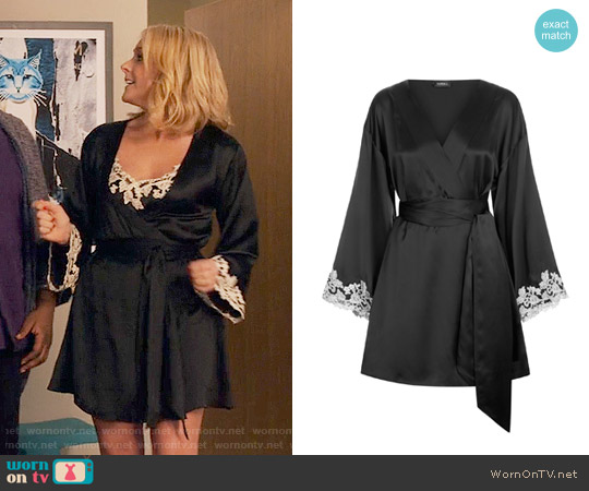 La Perla Maison Robe worn by Jacqueline Voorhees on Unbreakable Kimmy Schmidt