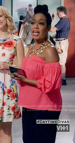 Mo's red off-shoulder top and chunky gold necklace on Daytime Divas