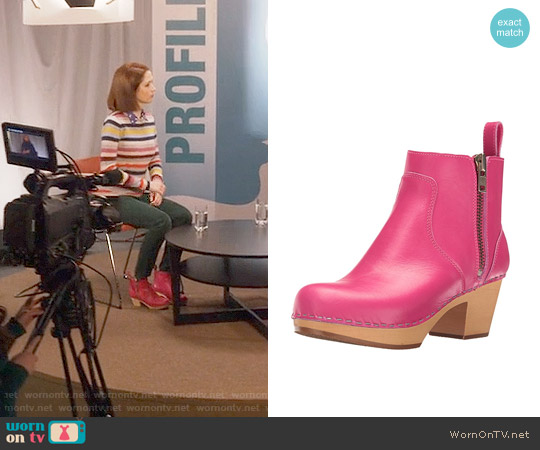 Swedish Hasbeens  Zip IT Emy Ankle boot in Pink worn by Kimmy Schmidt on Unbreakable Kimmy Schmidt