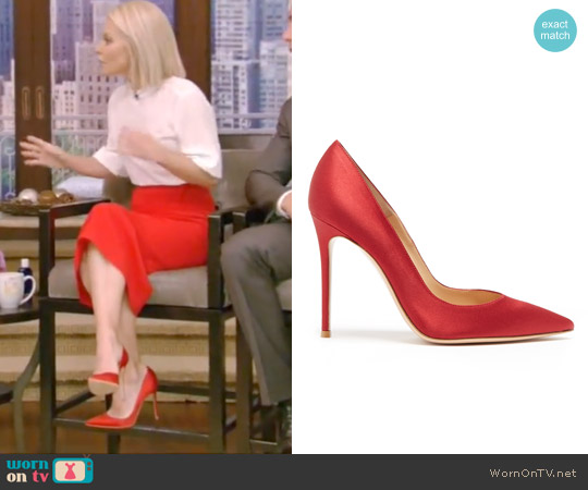 Point-toe Satin Pumps by Gianvito Rossi worn by Kelly Ripa on Live with Kelly & Ryan