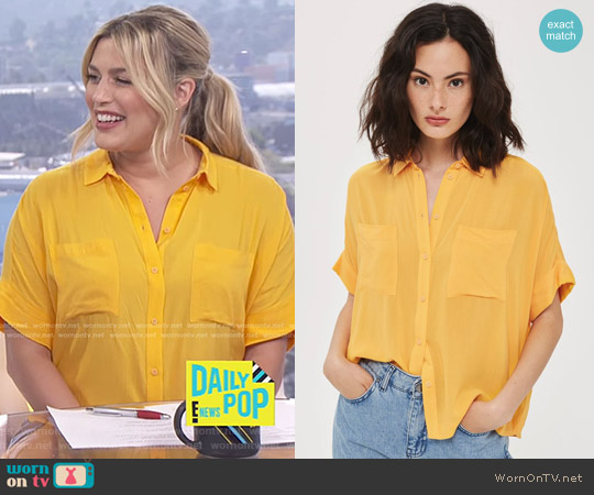 Short Sleeve Shirt by Topshop worn by Carissa Loethen Culiner on E! News
