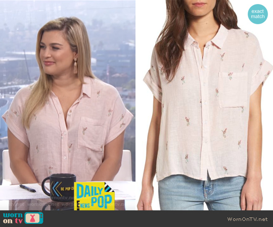Top: Whitney Print Shirt by RAILS worn by Carissa Loethen Culiner  on E! News