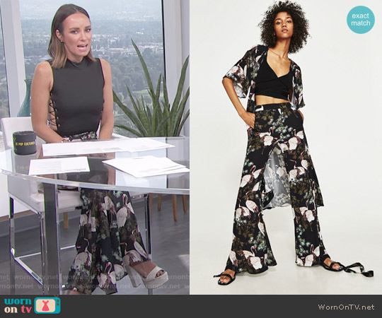 Flared Printed Trousers by Zara worn by Catt Sadler on E! News
