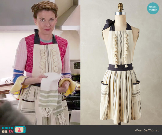 Anthropologie Tasseled Ambra Apron worn by Sutton Foster on Younger