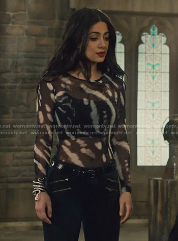 Isabelle's black patterned long sleeve top on Shadowhunters