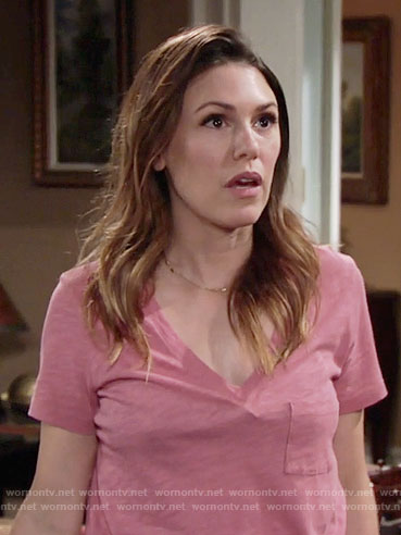 Chloe's pink v-neck tee on The Young and the Restless