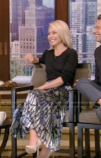 Kelly's metallic long pleated dress on LIVE with Kelly