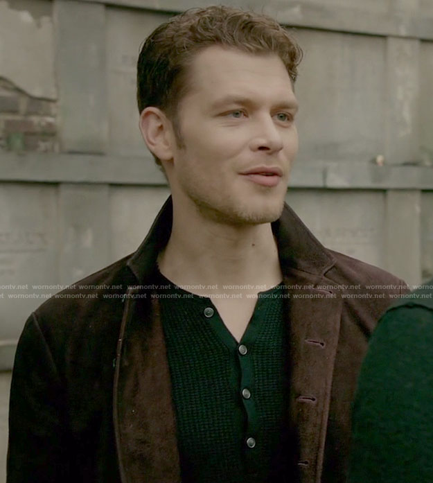 Klaus's navy knitted henley on The Originals