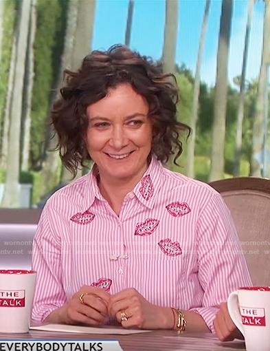 Sara's red striped lip shirt on The Talk