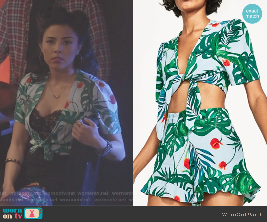 V-neck Floral Print with Short Sleeves and Front Tie worn by Anna Akana on Stitchers