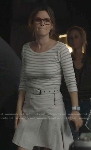 Alyssa's grey belted wrap skirt on Nashville