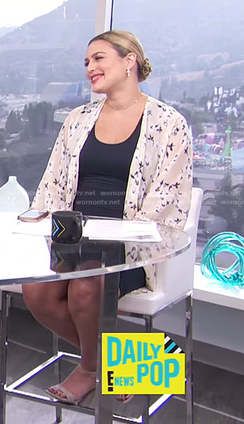 Carissa's nude floral lace trimmed kimono and black tank dress on E! News Daily Pop